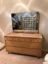 #4Kroehler oak dresser w mirror 51x18x29.5 $120.00
