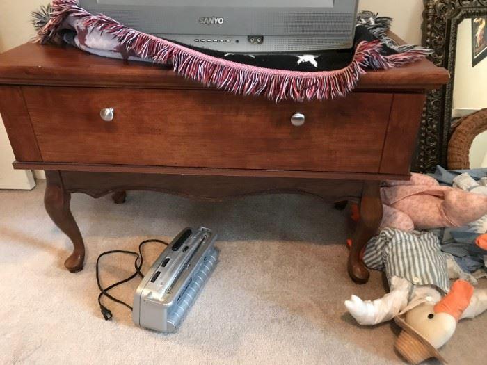#10Laminate QA TV Stand w/1 drawer  39x21x25 $30.00
