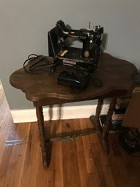 Antique Singer Sewing Machine!! I will BARELY charge you for this!