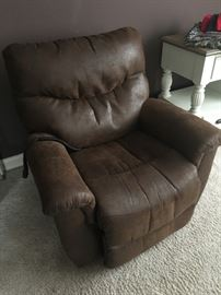 Lazy Boy James Silver Leather Luxury Lift Power   Recliner! Only 2 years old!