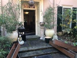 OUTDOOR URNS, POTS AND STATUARY