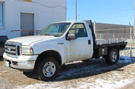 2006 Ford F250XLT Super Duty 5.4 liter 4x4 with flatbed 85232 miles