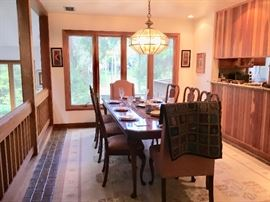 Gorgeous Pennsylvania House table and chairs