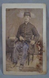 AUTHENTIC US CIVIL WAR ERA CARTE DE VISITE (CDV) OR CABINET CARD DEPICTING CONFEDERATE SOLDIER IN UNIFORM WITH FIREARM