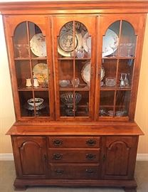 Ethan Allen Hutch in great condition.