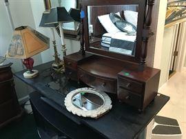 Beautiful antique dresser top mirror