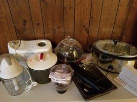 Kitchen Cookware. Deep Fryer : Blender : Rice pot : Popcorn maker : Slow cooker