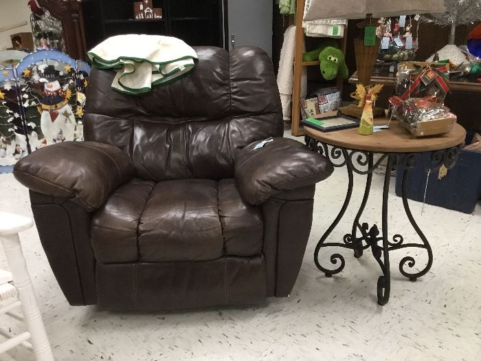 Large rocker/recliner, wrought iron/wood side table