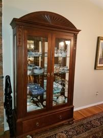 ETHAN ALLEN CHINA CABINET 495.00