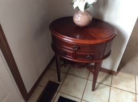 solid wood entrance table in perfect condition