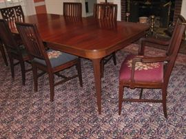 Early 20c Colonial Revival set of six mahogany dining chairs and extension dining table