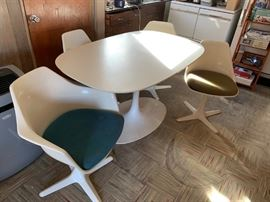 Saarinen style propeller foot Tulip oval table & 4 chairs + 2 leaves (two of the four chairs have armrests)