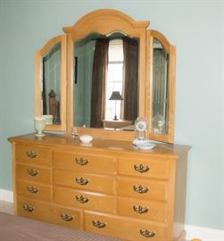 Dresser, 11 drawers trifold beveled mirror
