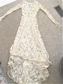 Amazing vintage wedding gown - comes with an under slip.