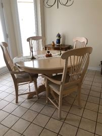 Ash Oak style round kitchen table $200 includes 2 chairs