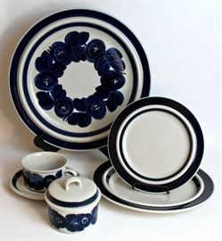 """""""Anemone"""" dinner ware by Arabia"""