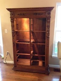 Antique  comes with glass shelves and 4 little drawers for additional pictures contact me