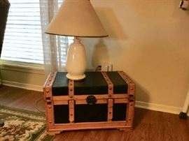 Cute small trunk with alabaster lamp