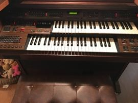 General Saphire II organ in good working condition
