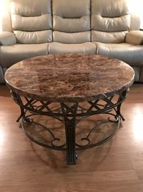 Excellent condition marble coffee table set 36 x 20 t - ends 26x 24x24