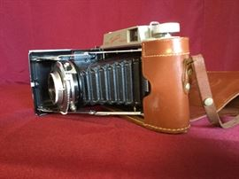 Antique Cameras       https://ctbids.com/#!/description/share/71373