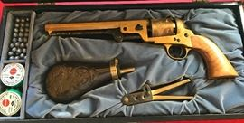 Hawes Firearms Co 36 Cal Navy Black Powder-in Gettysburg case-lined velvet-set comes w Loader-balls-Remington caps. Ornate scrollwork on barrel