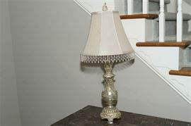 4. Victorian Style Table Lamp