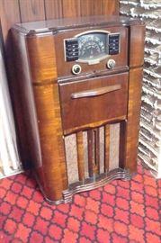 Antique Zenith console radio.