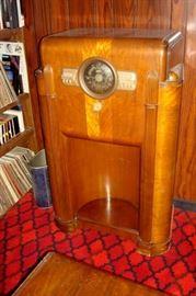 Antique Zenith console radio