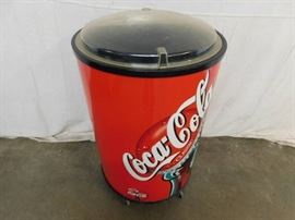 1 CocaCola Insulated Rolling Drink Storage