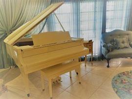 Kawai KG-2C Grand Piano - White