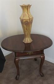 Vase, Queen Anne style table