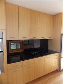 Granite counter tops , maple kitchen cabinets