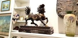 Gorgeous pair of bronze Foo Lions on base - heavy!