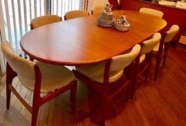 Benny Linden oval teak dining table & 8 chairs all in very good condition!