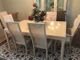 Thomasville table & 6 chairs - 1 additional leaf - pristine condition