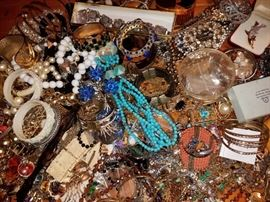 THOUSANDS OF PIECES OF DESIGNER SIGNED COSTUME JEWELRY !