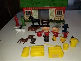 Marx Toys Modern Farm Playset with Animals and Accessories https://ctbids.com/#!/description/share/73188