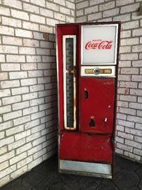 Coke Machine CAVALIER