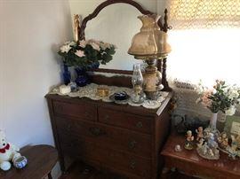 Antique Dresser... Excellent condition