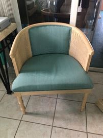 NICE UPHOLSTERED BARRELL CHAIR