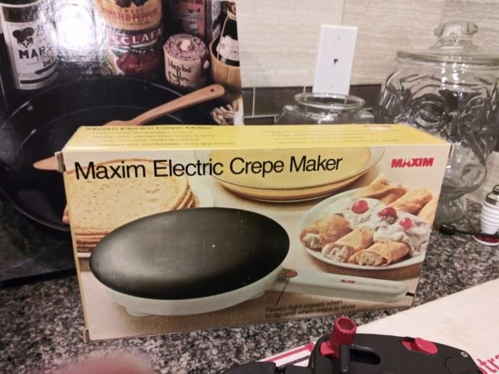 New in box crepe maker - great for holiday entertaining