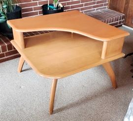 "32"" Mid-Century Modern Heywood-Wakefield M938 Champagne 2-Tier Corner Table"