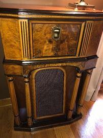 Vintage Philco console floor radio - works!