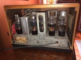 Vintage 1938 Philco model 38-127 wooden cabinet tube radio (needs repair)
