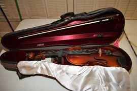 4/4 Schroetter Violin, Heritage Case, Bow, Chin Rest