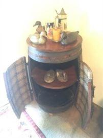 KET012 Whole Barrel Vintage Shelf Display