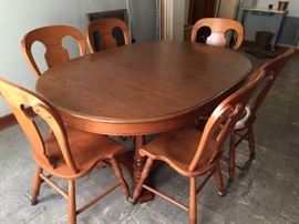 Tell City dining table--2 leaves