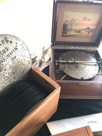 Mira disc music box with discs