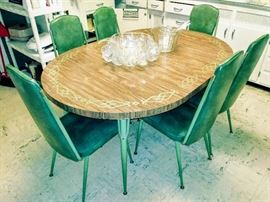 Great Midcentury Dining Table & 6 chairs (shown w/2 leaves in)...color is a off in photo...sorry